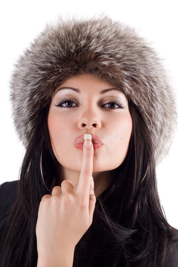 Retrato da mulher nova com um dedo nos bordos. fotos de stock royalty free