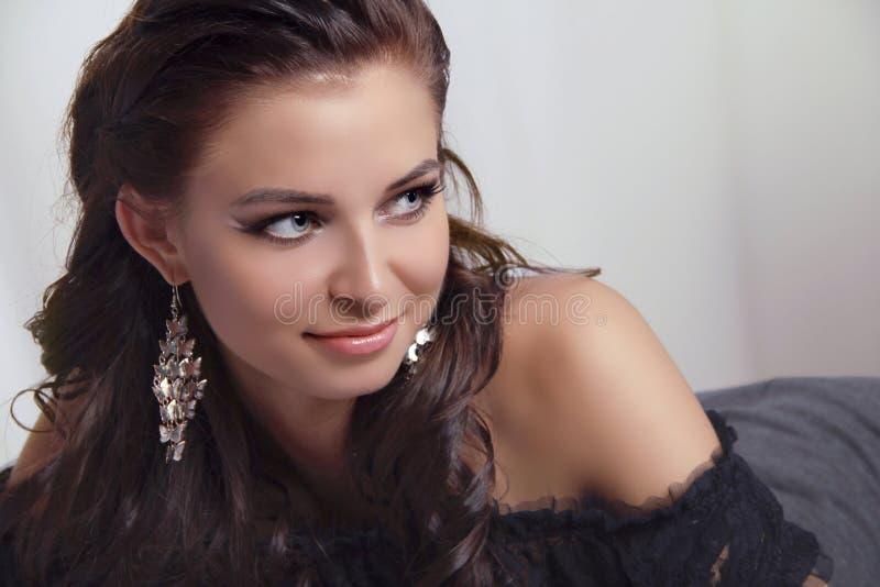 Retrato da mulher nova do modelo bonito fotografia de stock royalty free