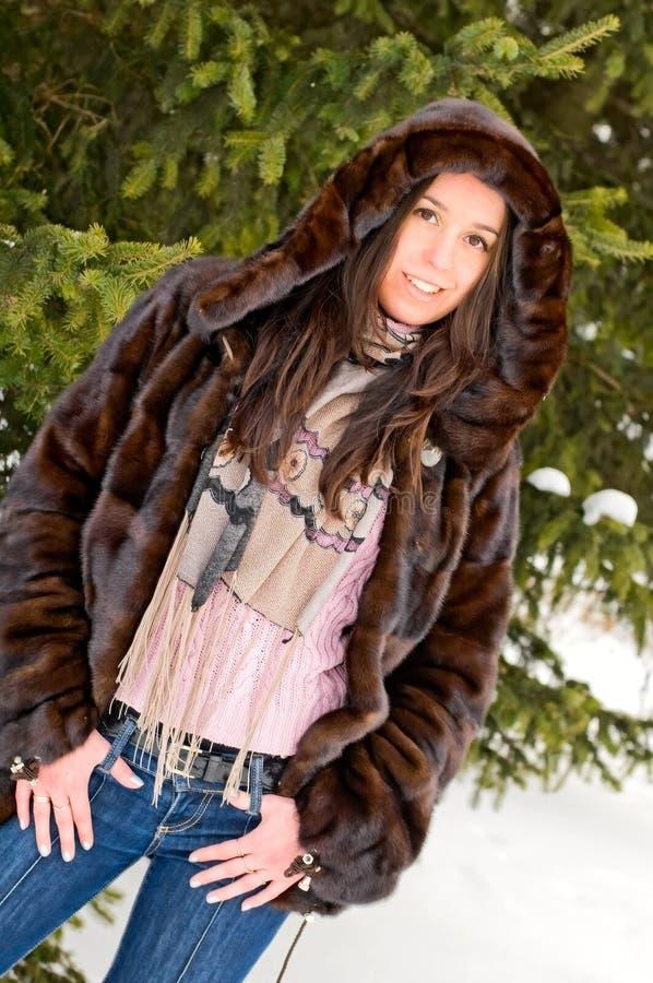 Retrato da mulher nova no parque fotos de stock royalty free
