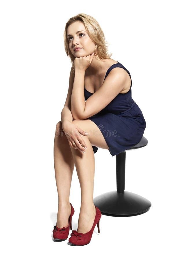 Retrato da mulher nova pensativa fotos de stock