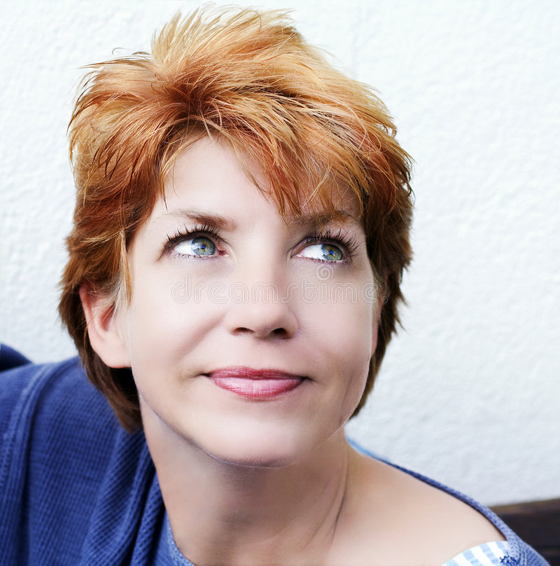 Retrato da mulher, olhando acima imagens de stock royalty free