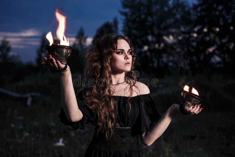 Retrato da mulher perigosa imagem de stock royalty free