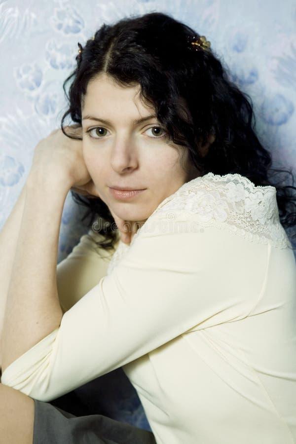 Retrato da mulher séria nova foto de stock royalty free