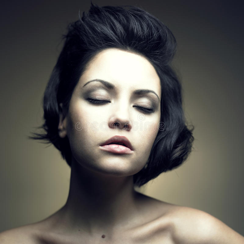 Download Retrato Da Mulher Sensual Bonita Foto de Stock - Imagem de forma, cosméticos: 12801128