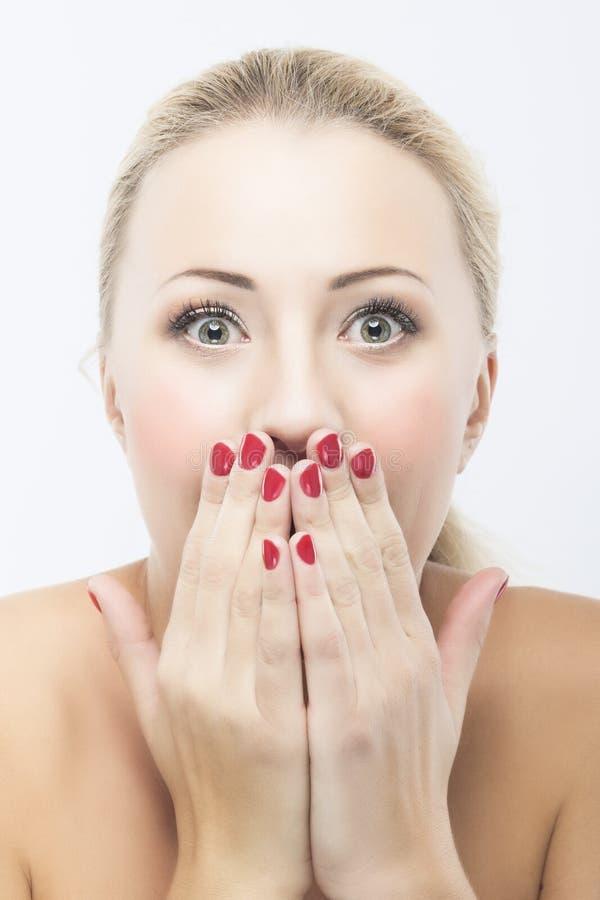 Retrato da mulher sensual caucasiano bonita entusiasmado com aberto imagens de stock