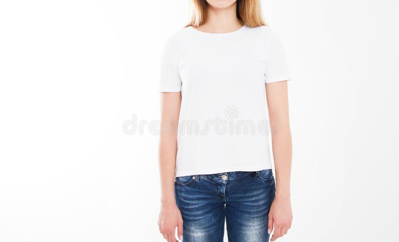 Retrato da mulher 'sexy' bonita no tshirt Projeto do t-shirt, conceito dos povos - o close up da mulher na camisa branca, frontei fotografia de stock royalty free
