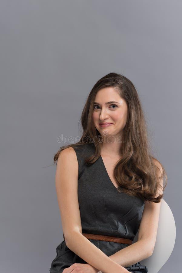 Retrato da mulher triguenha nova bonita fotos de stock royalty free