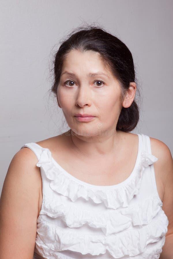 Retrato da mulher velho-envelhecida foto de stock