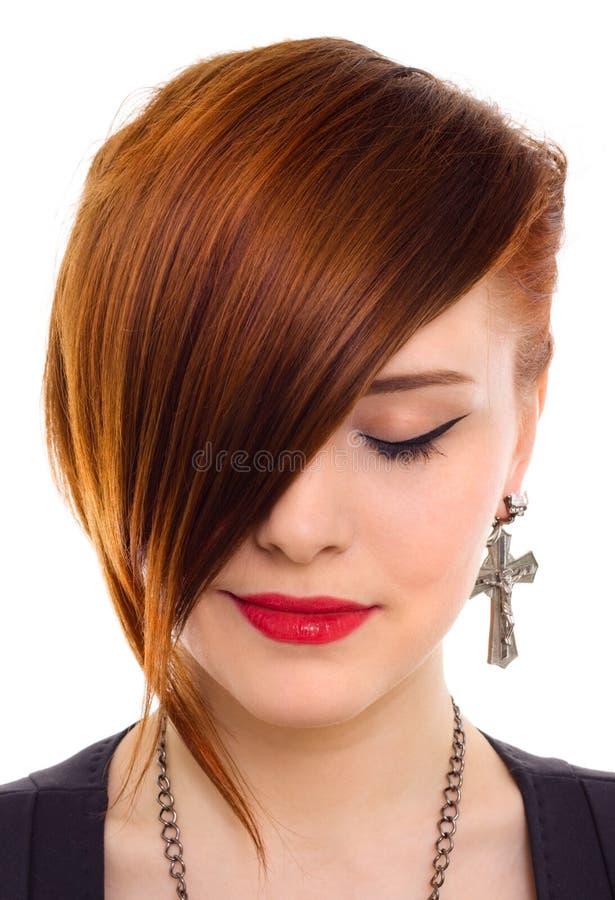 Retrato da mulher vermelha bonita do cabelo do estilo foto de stock royalty free