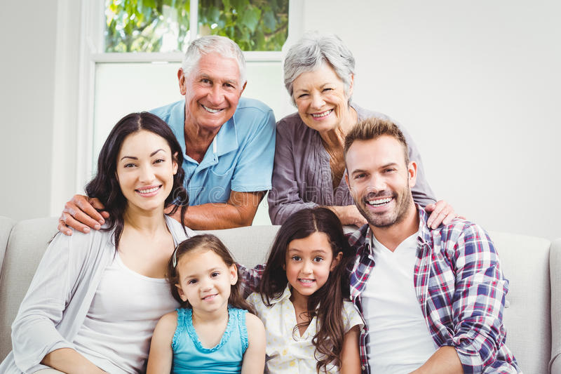 Retrato da multi família feliz da geração fotos de stock royalty free