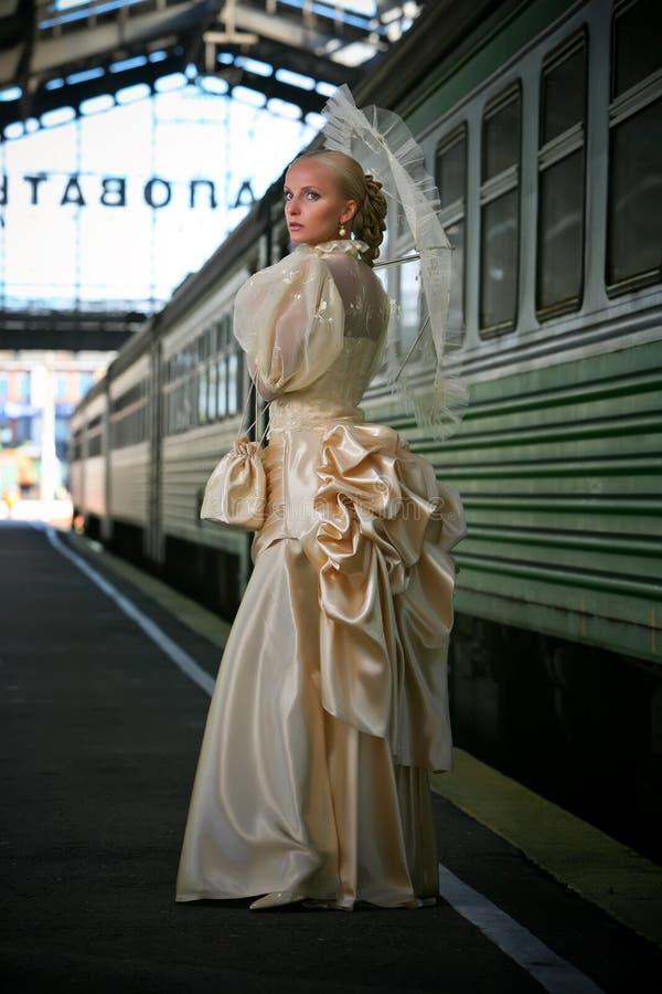 Retrato da noiva bonita nova com ne do guarda-chuva imagem de stock royalty free