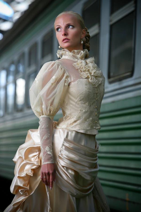 Retrato da noiva bonita nova com ne do guarda-chuva imagens de stock royalty free