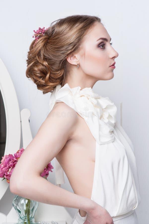 Retrato da noiva bonita Vestido de casamento fotografia de stock royalty free