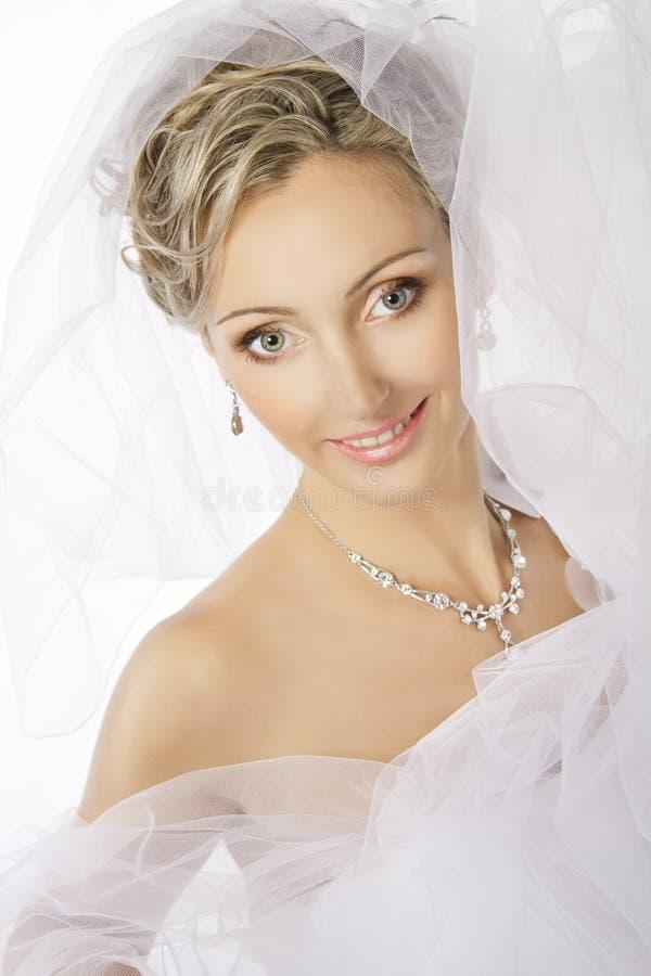 Retrato da noiva, brincos da colar da joia do casamento, composição fotos de stock royalty free