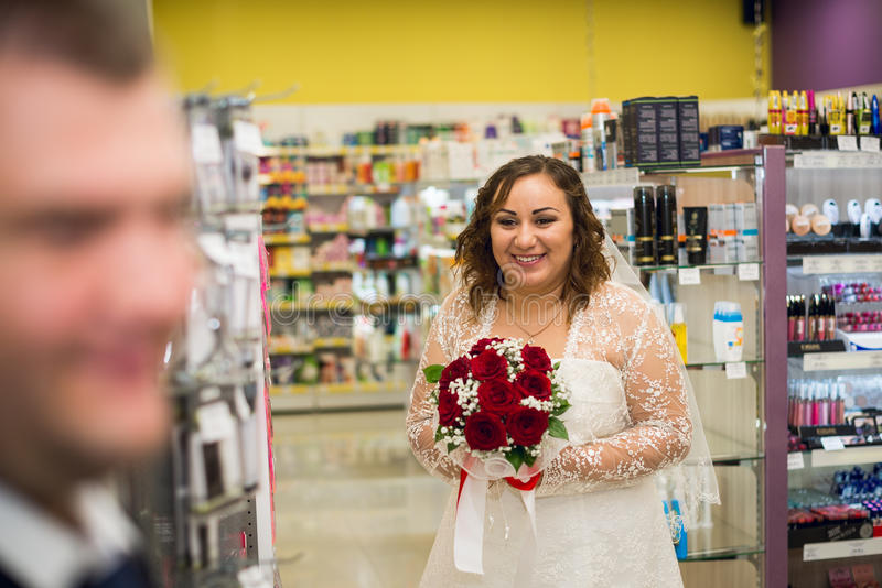Retrato da noiva no interior fotos de stock