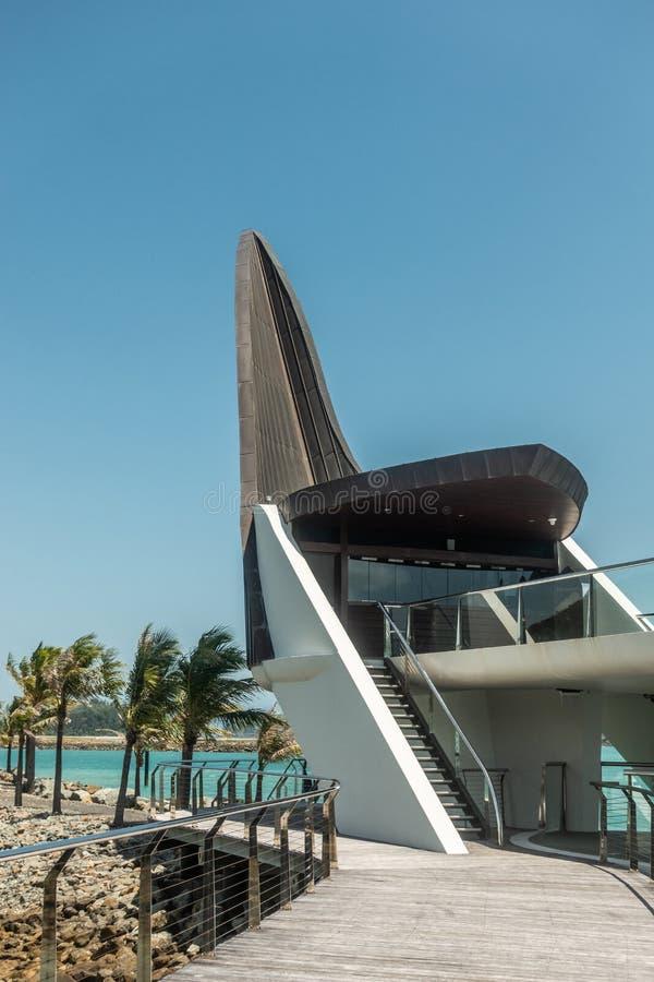 Retrato da parte final de casa icónica do yacht club, Hamilton Island, Austrália imagens de stock royalty free