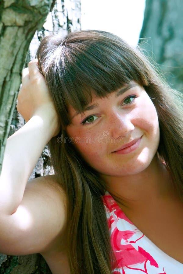 Download Retrato Da Rapariga Atrativa Foto de Stock - Imagem de consideravelmente, fora: 10062246