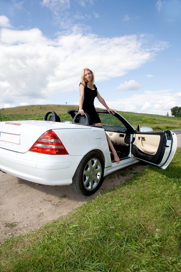 Retrato da rapariga bonita com cabriole foto de stock