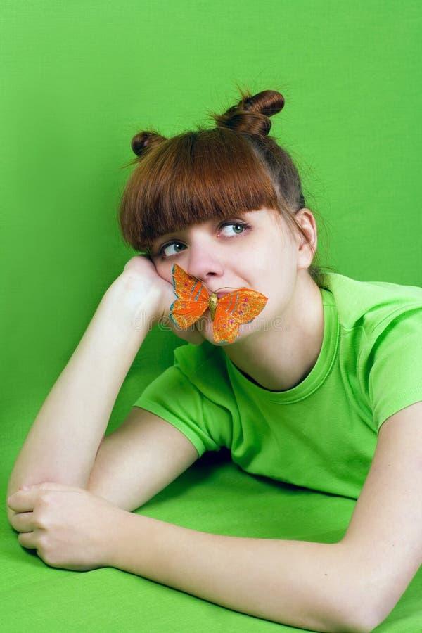 Retrato da rapariga com borboleta imagem de stock