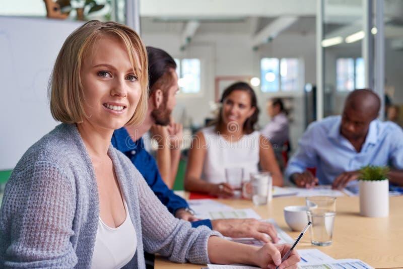 Retrato da reunião da mulher de negócios foto de stock