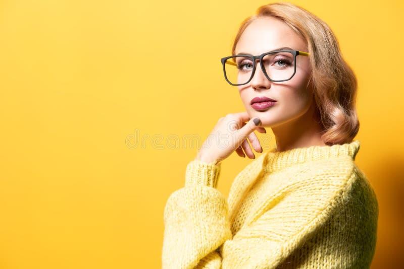 Retrato da senhora com vidros fotos de stock