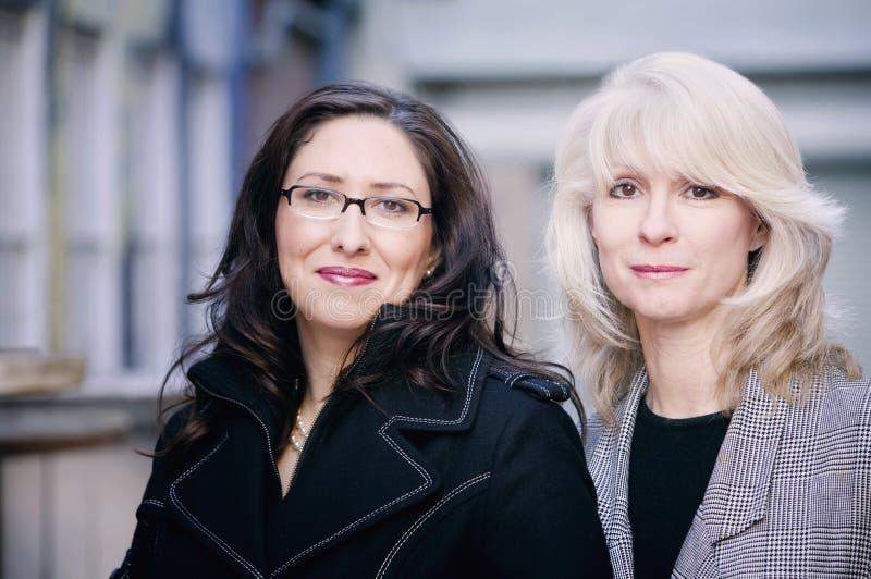 Retrato das mulheres de negócios imagens de stock