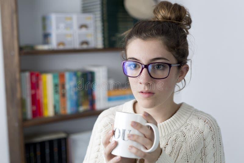 Retrato de adolescente com vidros fotos de stock royalty free