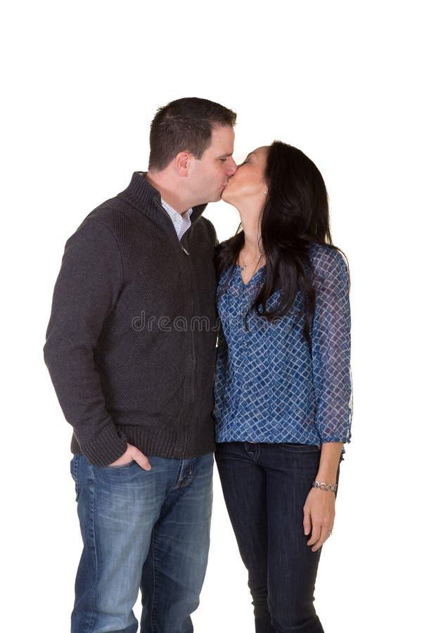 Retrato de besarse de los pares imagen de archivo