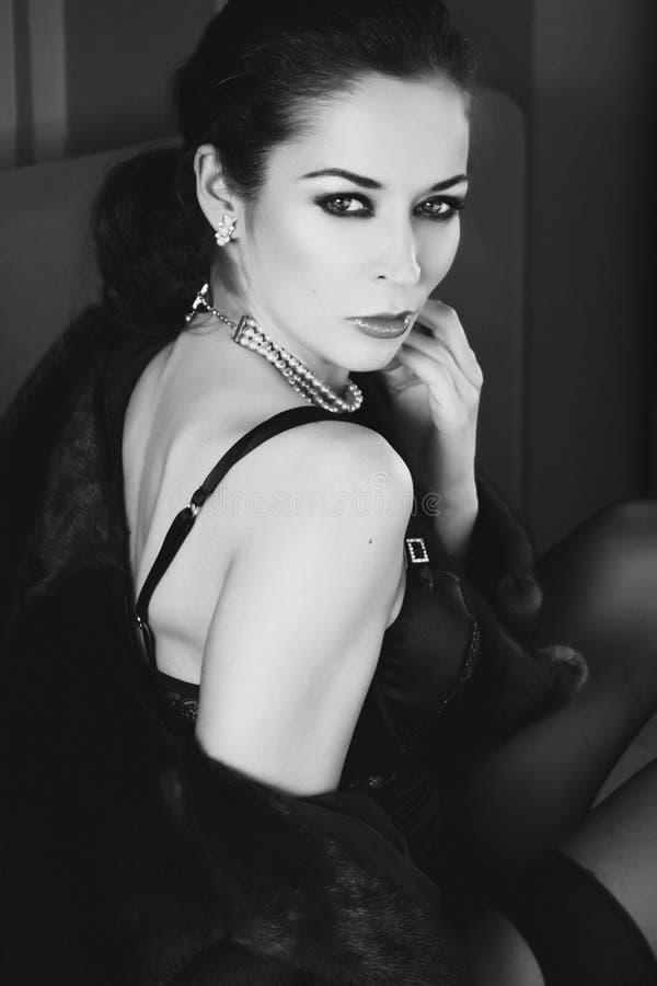 Retrato de Black&white de uma mulher imagens de stock royalty free