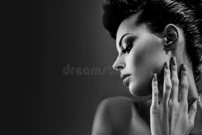 Retrato de Black&white de uma morena glamoroso fotos de stock