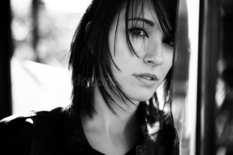 Retrato de cabelos curtos da mulher fotos de stock royalty free