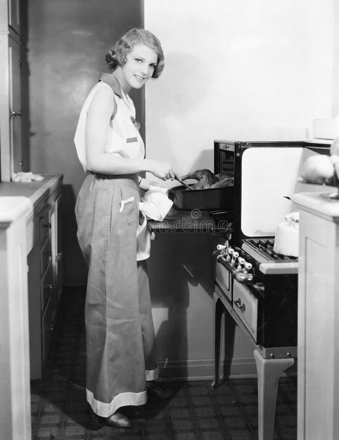 Retrato de cocinar de la mujer (todas las personas representadas no son vivas más largo y ningún estado existe Garantías del prov fotografía de archivo