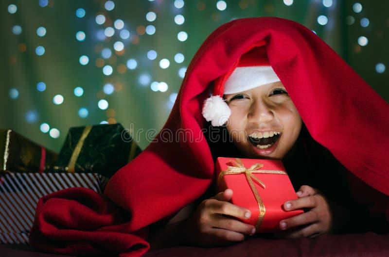 Retrato de crianças asiáticas na cobertura fotografia de stock royalty free