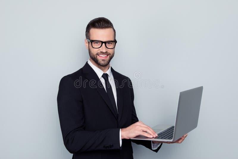 Retrato de delicioso considerável entusiasmado com irradiação do smil toothy fotografia de stock