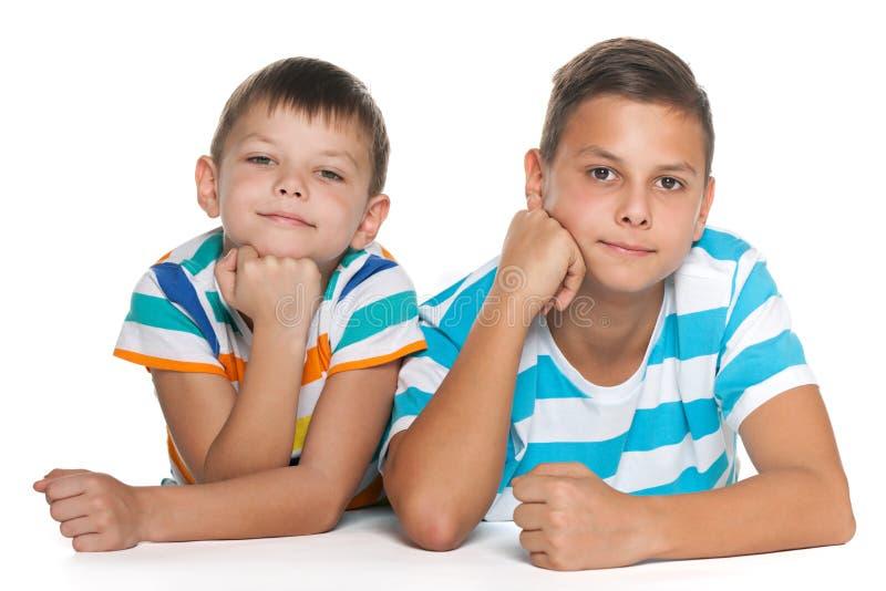 Retrato de dois irmãos imagem de stock