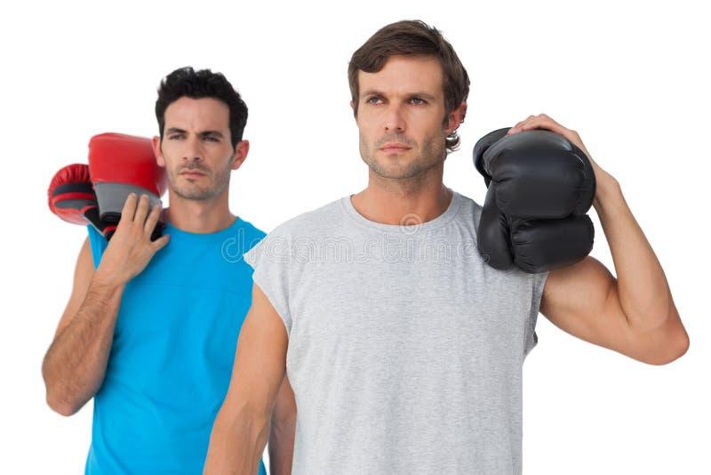 Retrato de dos boxeadores de sexo masculino serios imagenes de archivo