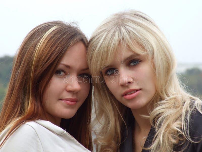 Retrato de dos muchachas 2 fotos de archivo
