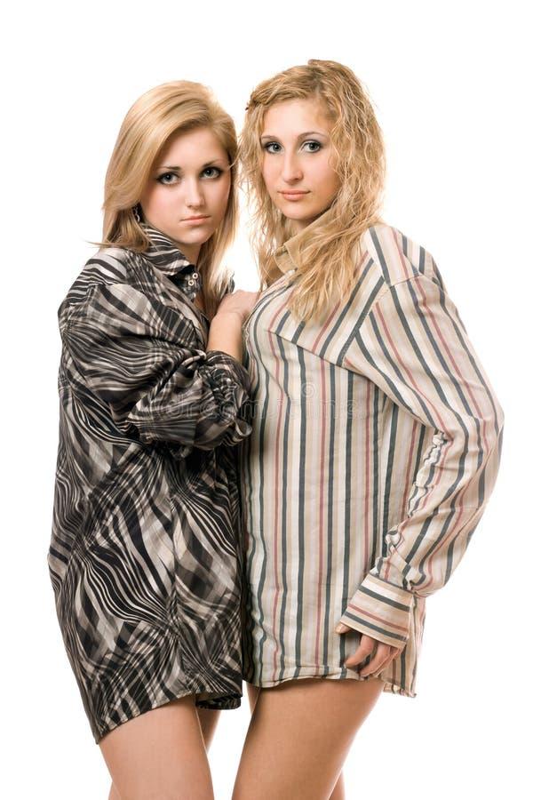 Retrato de dos mujeres jovenes hermosas imagenes de archivo