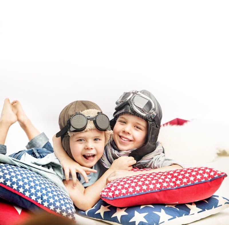 Retrato de dos pequeños pilotos fotografía de archivo libre de regalías