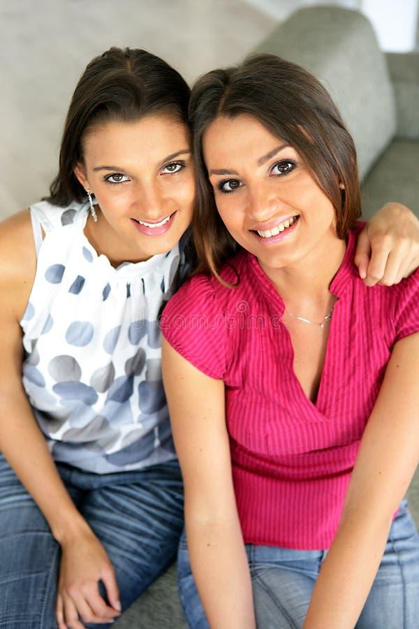 Retrato de duas amigas fotos de stock royalty free