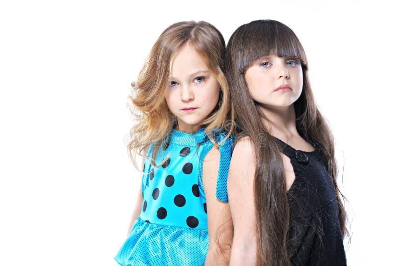 Retrato de duas amigas novas bonitas fotografia de stock royalty free