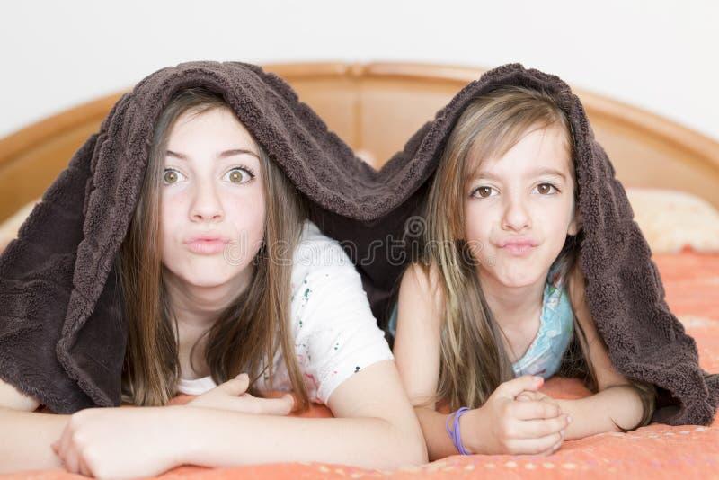 Retrato de duas irmãs fotografia de stock royalty free