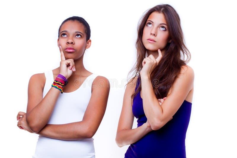 Retrato de duas meninas diferentes das nacionalidades foto de stock royalty free