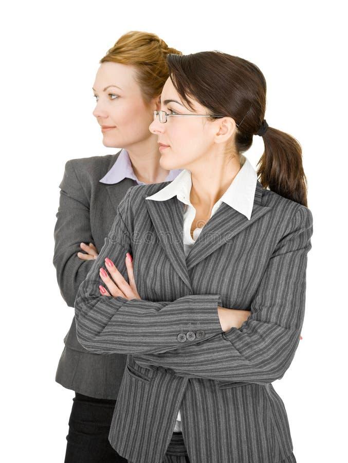 Retrato de duas mulheres na roupa do escritório fotografia de stock royalty free