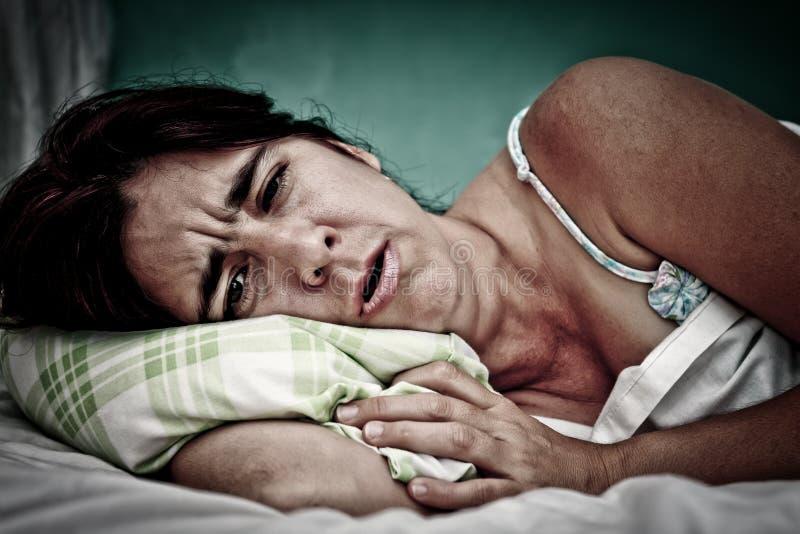 Retrato de Grunge da mulher doente foto de stock