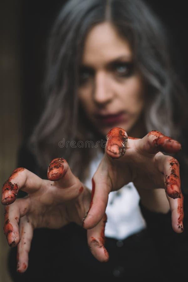 Retrato de Halloween de la mujer espeluznante fotografía de archivo libre de regalías