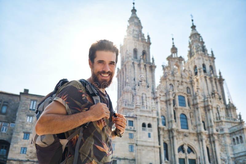 Retrato De Hombre Feliz En Peregrinación En Santiago De Compostela foto de archivo