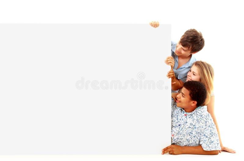 Retrato de homens e de mulheres felizes imagem de stock