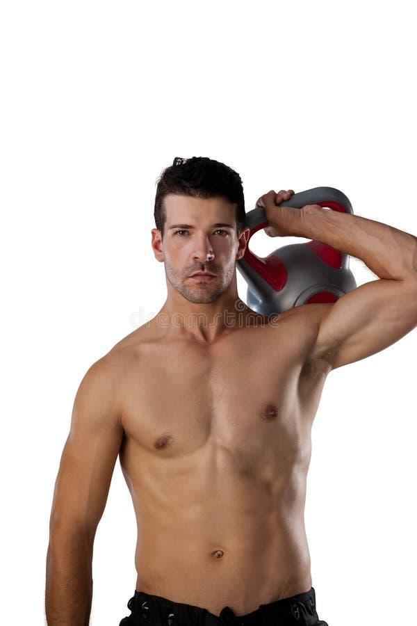 Retrato de jogador determinado dos esportes que exercita com sino da chaleira fotografia de stock royalty free