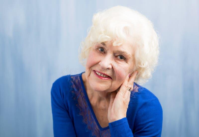 Retrato de la abuela hermosa foto de archivo